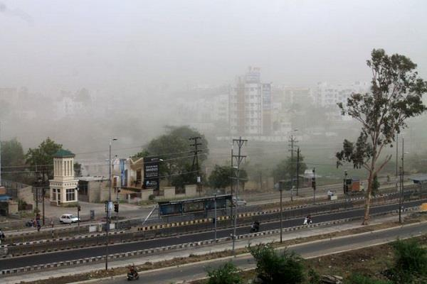 warns of light rain in the next 24 hours with sharp thunderstorms