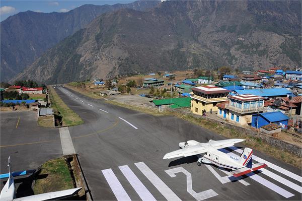 nepal 2 killed 5 injured in plane crash at lukla airport