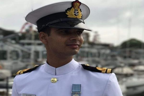 rathlam s red faced martyr in extinguishing fire in the warship