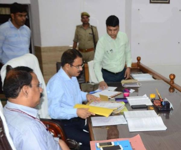 nomination of 8 candidates in pratapgarh is valid rejects 17th