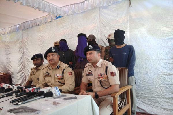 lashkar militants arrest in kashmir