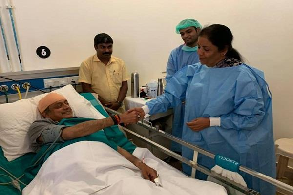 nirmala sitharaman shashi tharoor hospital kerala