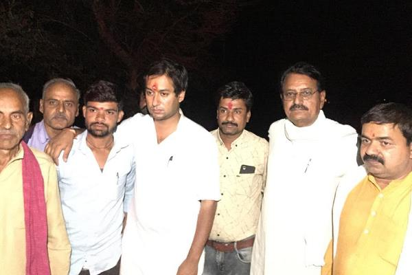 minister jayvardhan singh who reached the tears