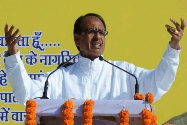 shivraj told congress  kafan chor  said  dacoits rule in the state