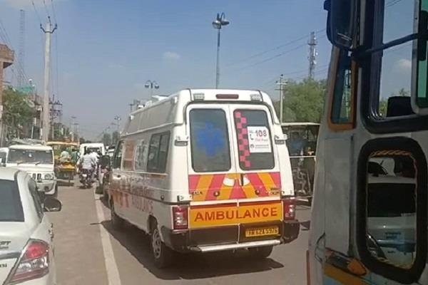 ambulance stuck in roadshow of bjp candidate in fatehabad