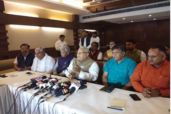 kalraj mishra targets congress on foundation day of bjp
