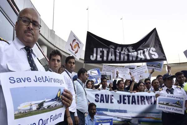 jet airways pilots appeal to sbi for funds also ask pm to save 20 000 jobs
