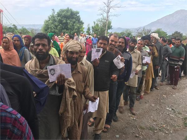 voting mute in srinagar and brisk in jammu