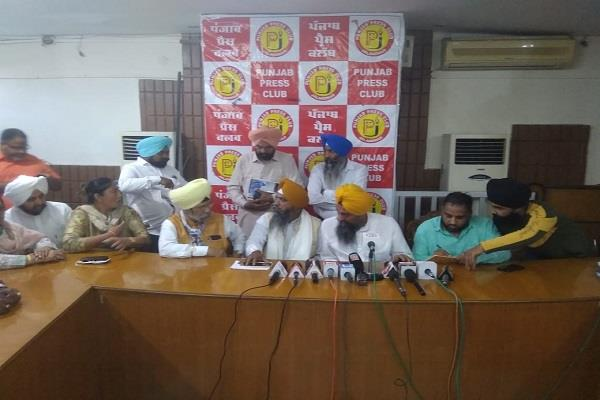 100 people join aam aadmi party