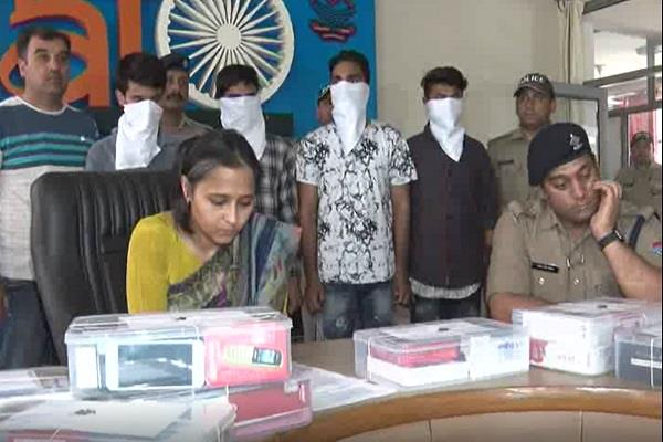 police detained 4 mobile thieves