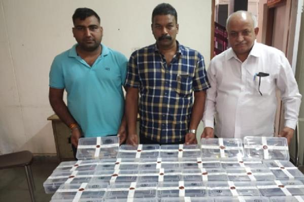 mp gets smuggled illegal arms delhi police bribe