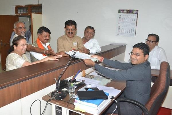 lok sabha election bjp nominee shankar lalwani filled his nomination