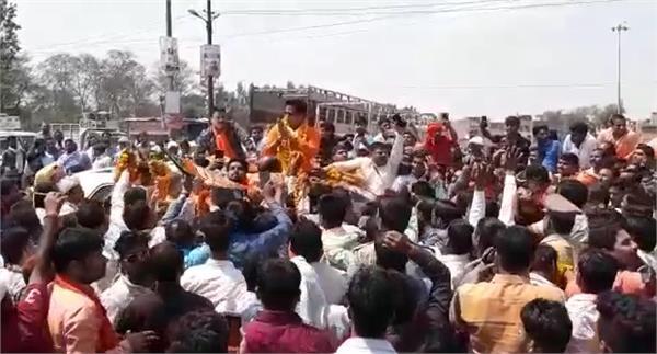 ravi kishan shukla bjp candidate who reached gorakhpur