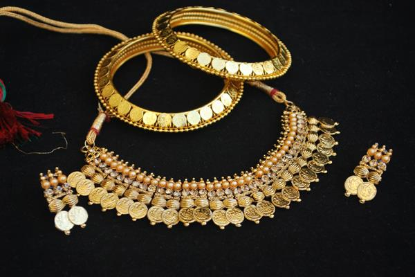 gold is 55 paise expensive silver 100 rupees fall
