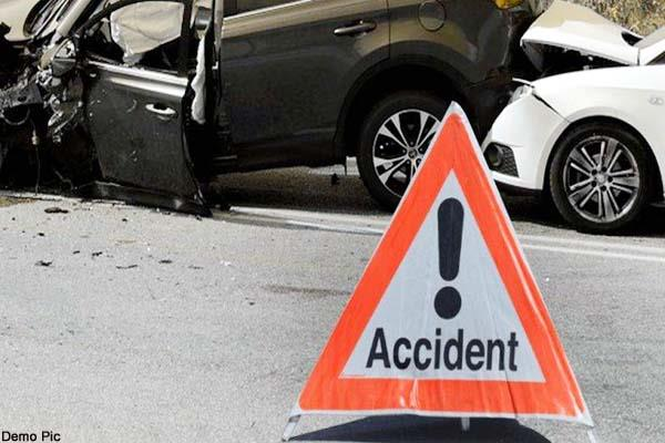 5 injured in collision between two cars