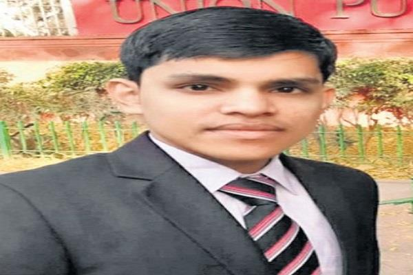 ias the son of the petrol pump employee