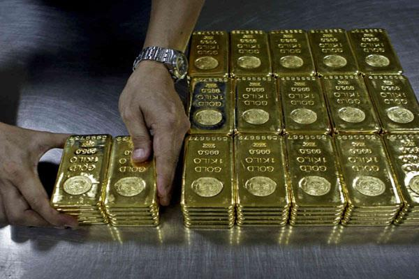 gold prices fell 33 paisa silver by rs 50