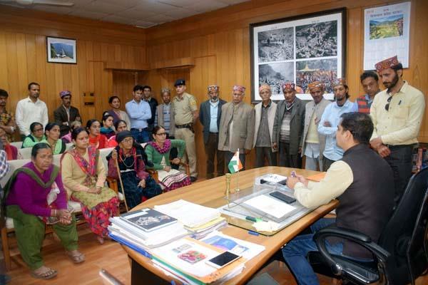 akhil bhartiya kshatriya mahasabha handover memorandum to dc