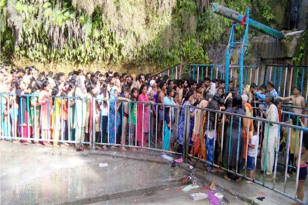 thousands of pilgrims holy bath in maidi on the baisakhi