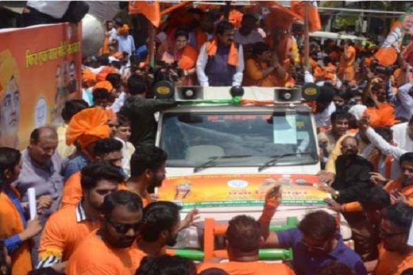 black flag shown in road show of sadhvi pragya