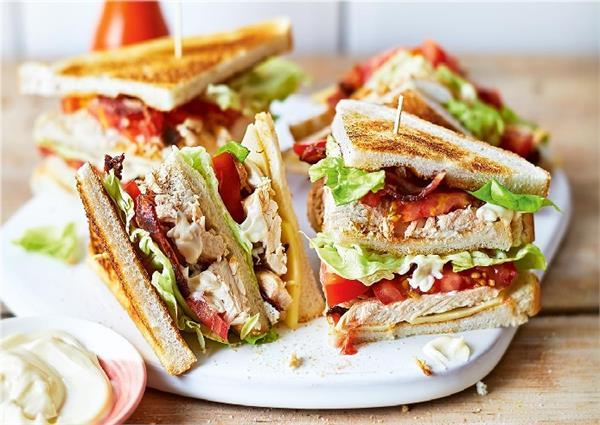 Sunday Spl: स्नैक्स में बनाएं चिकन क्लब सैंडविच