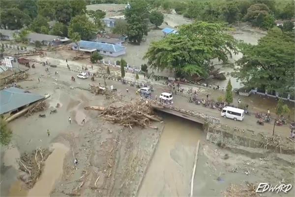 flood hits in indonesia  10 died and thousands homeless