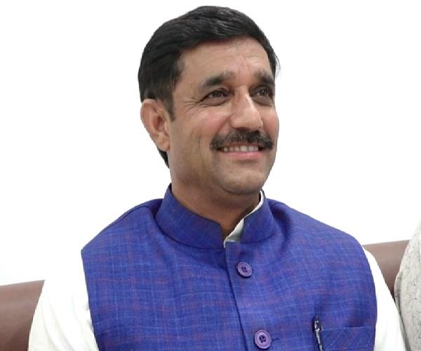 bjp spokesman remembers crore of rupees from sukhram house
