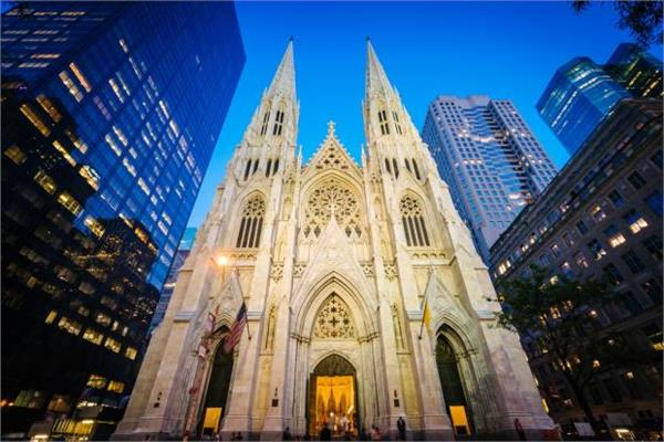 man held in new york after taking gasoline into st patrick s cathedral