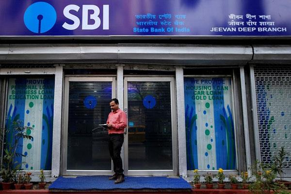 sbi follows smaller peers cut lending rates by marginal 5 bps