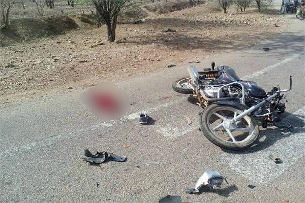 tractor trolley collides with a motorcycle 2 youths die