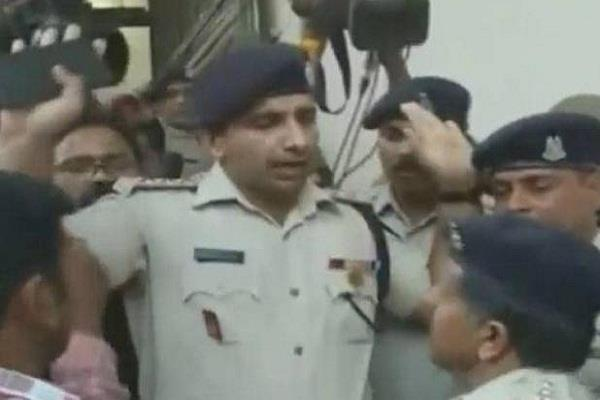 crpf and mp clash in police prevent ssp from entering the house