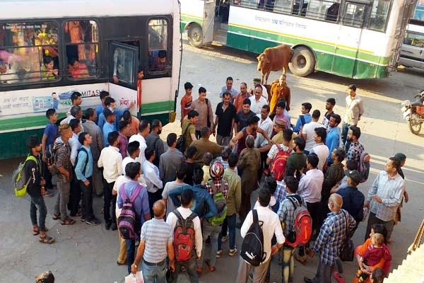 hrtc bus driver and conductor beaten the youth at bus stand