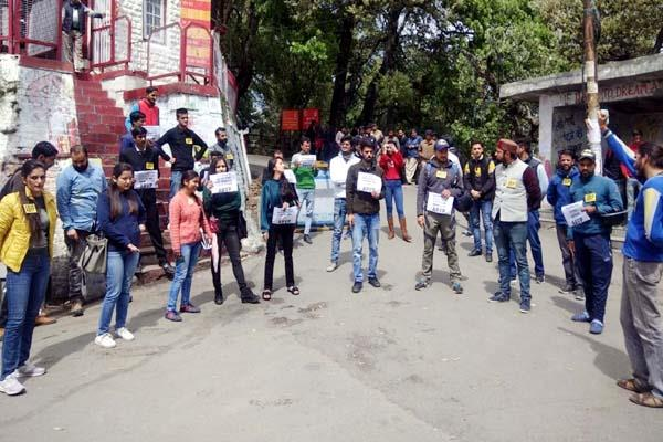 abvp protes against hpu