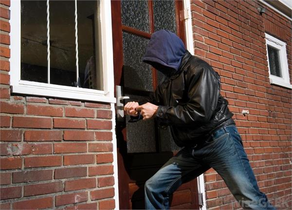 theft in home give complaint to chandigarh police