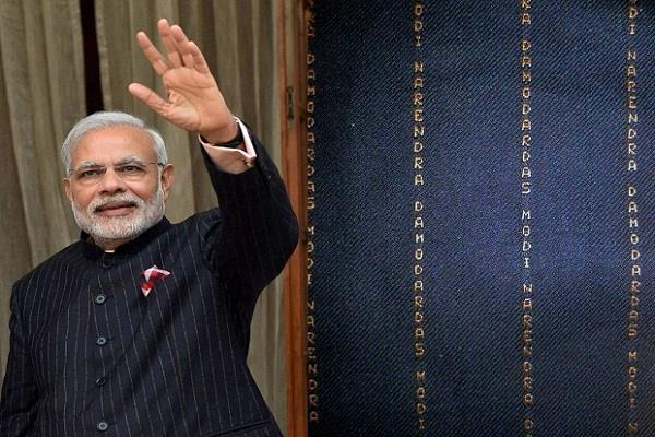 pm modi s suit was bought for 4 31 crores now cheated of 10 million