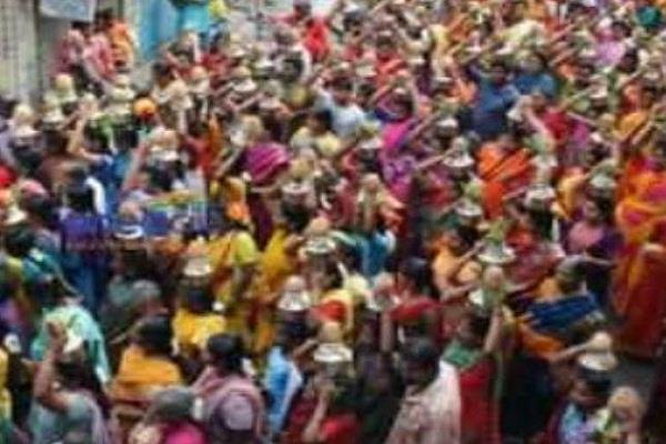 7 pilgrims die after a panic in temple in tamil nadu