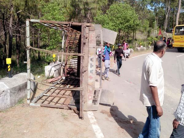 tempo accident 13 devotees injured