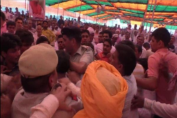 cm supporters of two bjp leaders in vijay sankalp rally rally