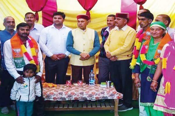 dhumal said lok sabha election being fought between country interest and treason