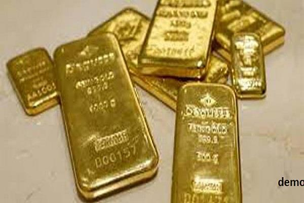 man arrested with gold biscuit of smugglers 76 lakh chandigarh airport