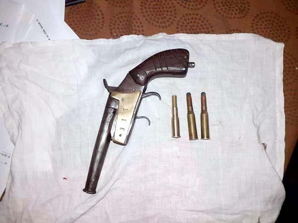 wood smuggler arrested with revolver