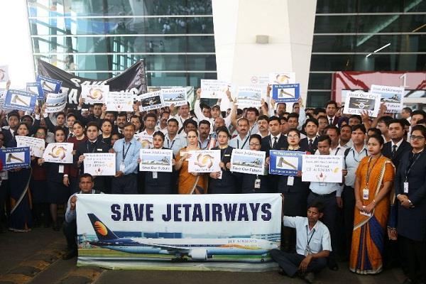 jet airways workers  performance outside igi airport help sought from modi