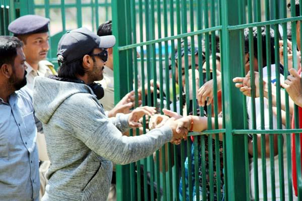 actor ranveer singh enjoy with fans