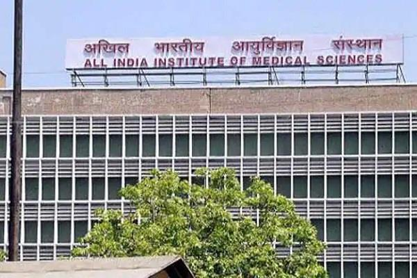 35 of patients are dissatisfied with the behavior of aiims staff