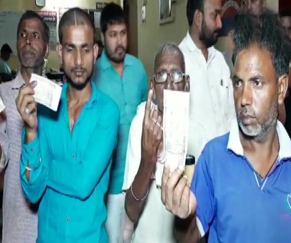 before voting the ink put on the fingers of the dalits distributed the notes