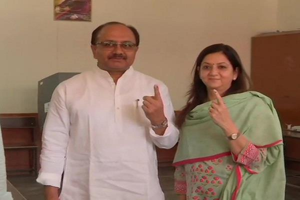 siddharth nath singh voted