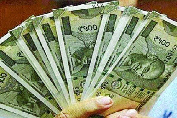 cash of rs 7 lakh 44 thousand 300 recovered from car