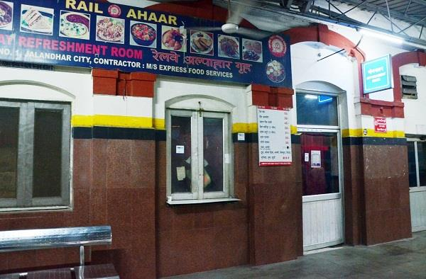 refreshment room closes in city railway station