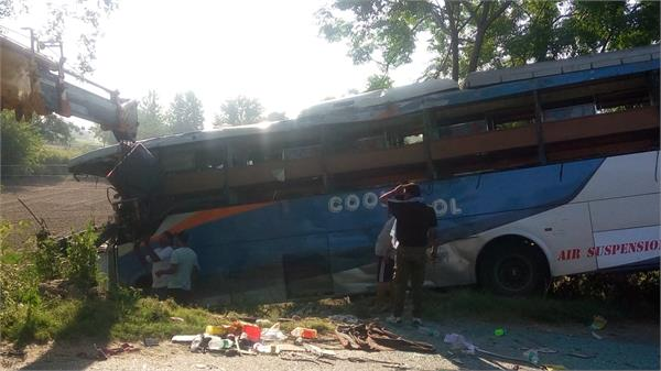 35 tourist injure in accident