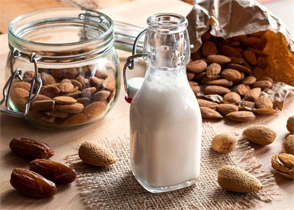 फायदा नहीं, इन लोगों को नुकसान पहुंचाता है Almond Milk